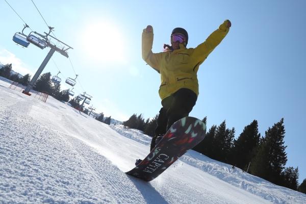 snowboard75AC054D-14C5-C4D4-46DC-1A0F6975E181.jpg